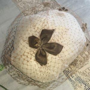 Vintage 1950s olive green netted facinator
